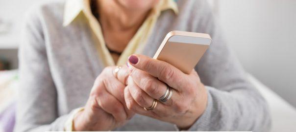 Smartphone Yang Cocok Untuk Orang Tua